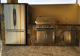 <p>Bring the excitement and entertainment to your backyard with a fully customizable outdoor kitchen.  </p>